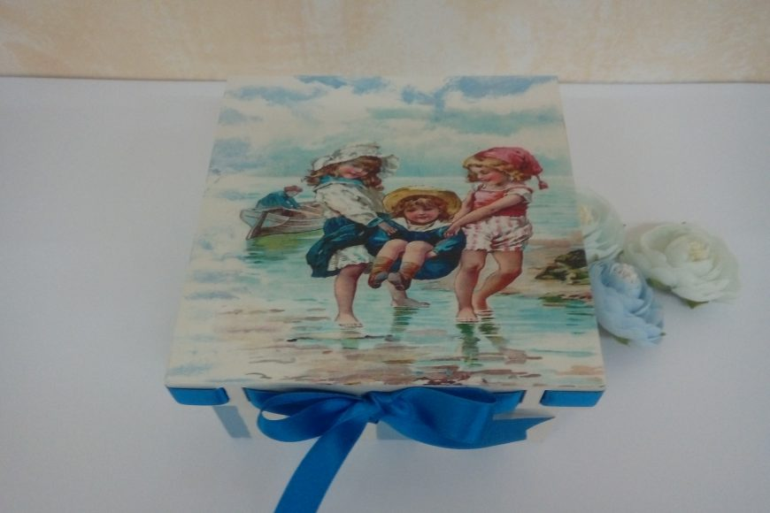 Caja «niños en la playa»